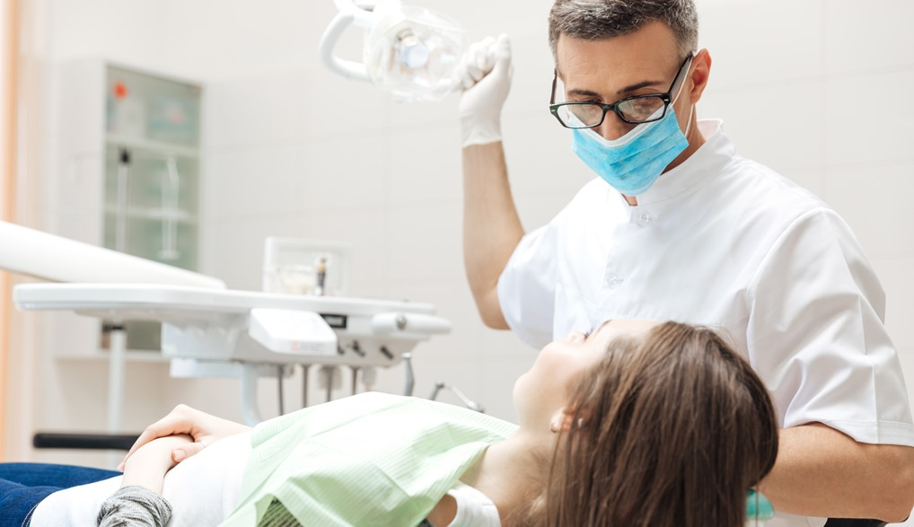 Bác sĩ Khám răng