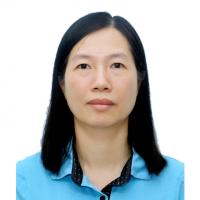 Phó Giáo sư, Tiến sĩ Nguyễn Thanh Bình (C)